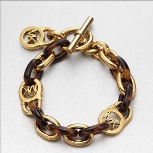🌟Michael Kors Fulton padlock toggle bracelet